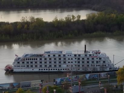 Riverboat Vicksburg.jpg